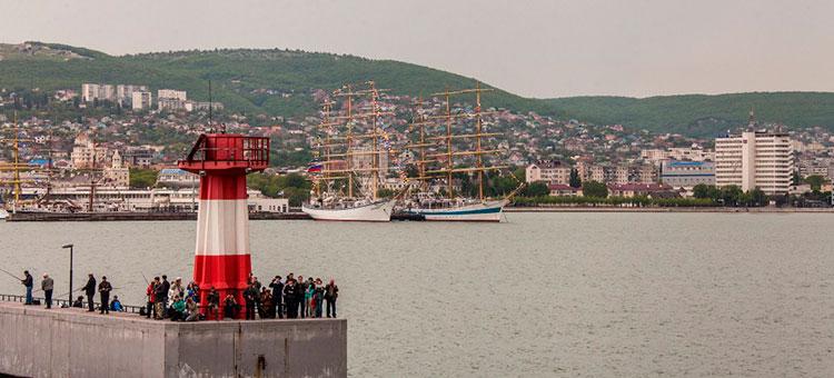 Большие парусники в Новороссийске © фото: пресс-центр регаты