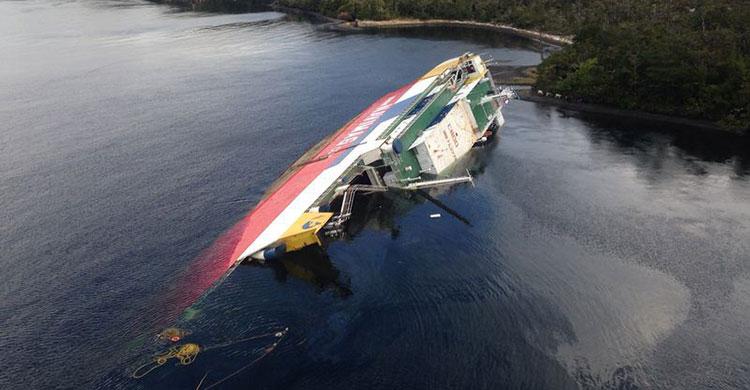 Чилийский паром Amadeo I затоплен в открытом море – фото и видео