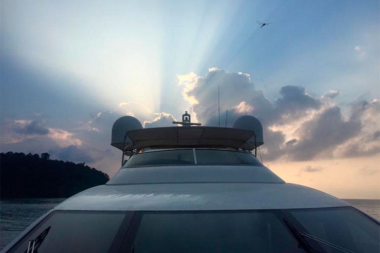 Яхта Сергея Полонского выброшена на берег в Камбоджи