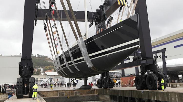 Perini Navi спустила на воду 38-метровый шлюп Dahlak