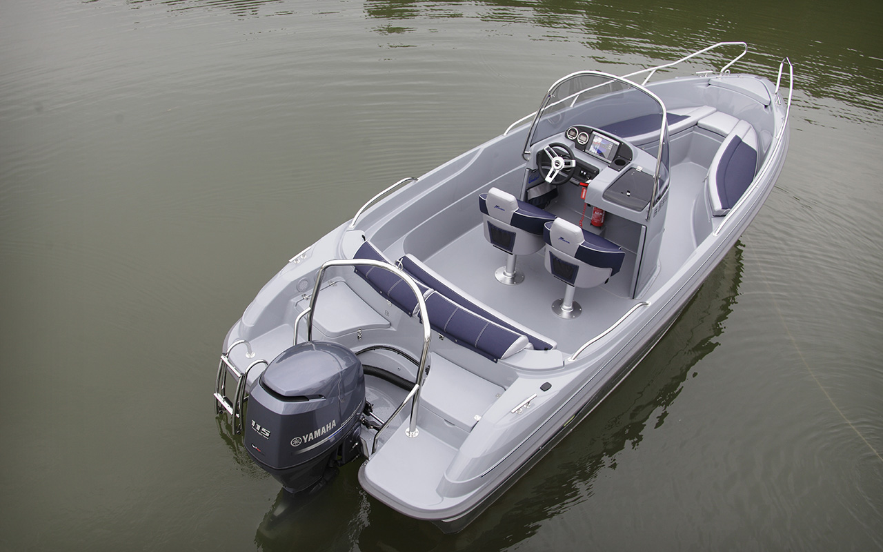 Yamarin Cross 61 Center Console