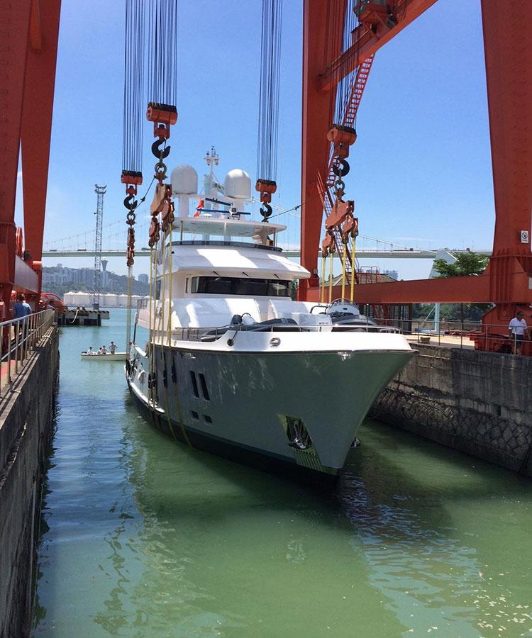 Cтальная яхта Nordhavn 96 с запасом хода 3000 морских миль