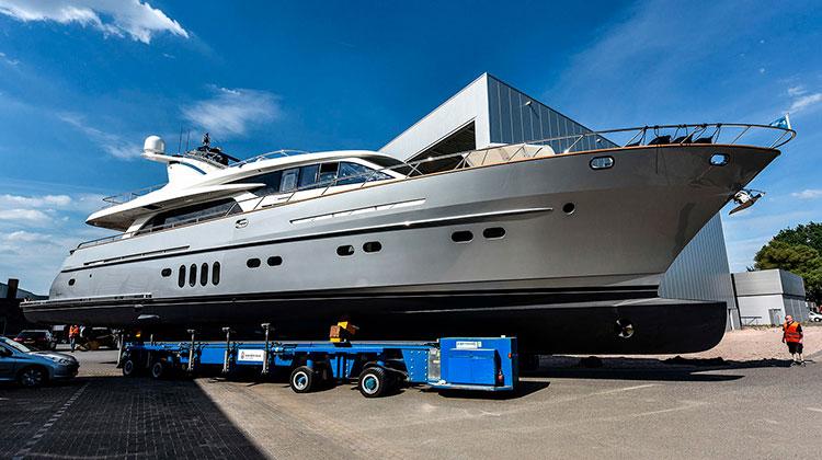 Van der Valk спустила на воду яхту Anemeli серии Continental Two